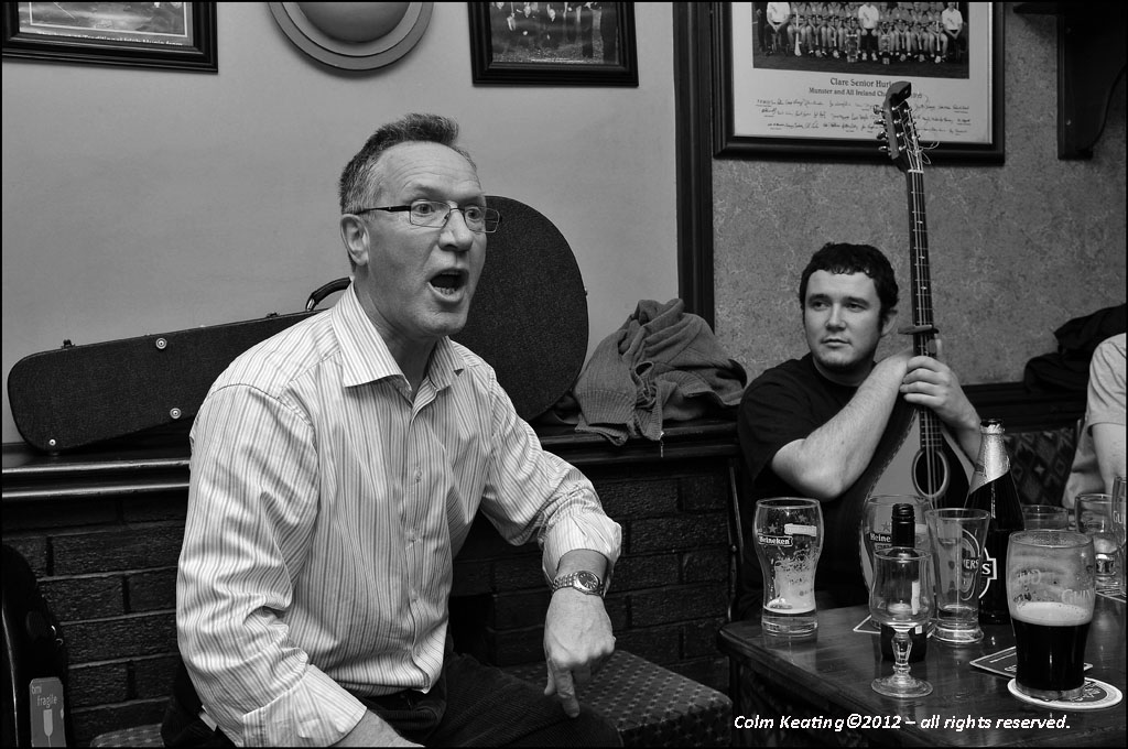 An animated Dick Hogan singing away in Kelly's during the Ennis Trad Fest 2011.