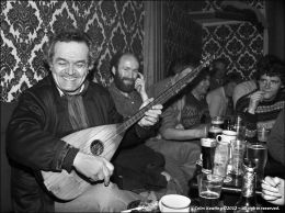 Talip Ozkan - Turkish Saz Player.