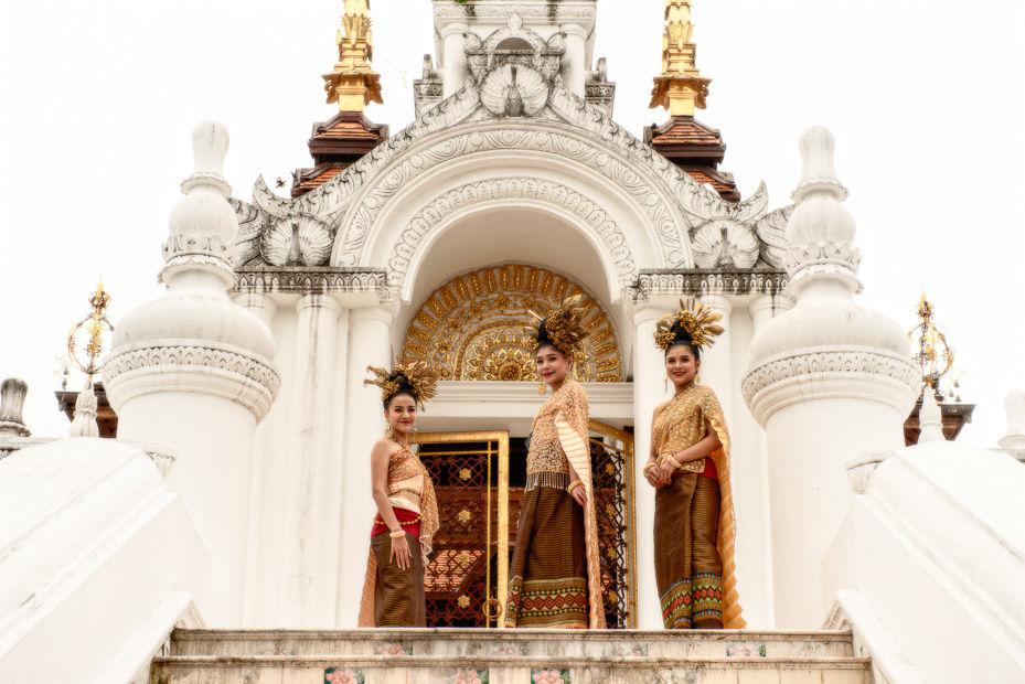 thai me dee dancers