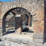 Arches by the Via Dell'Abbondanza