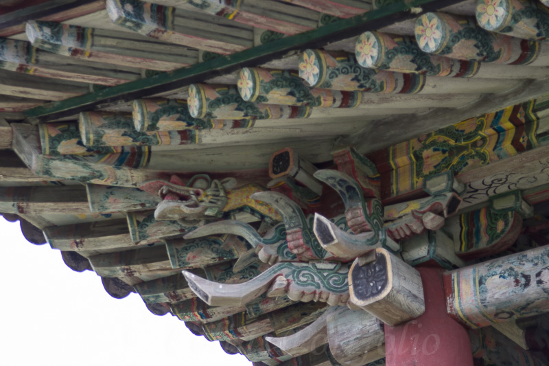 Roof carvings on the Bongung house