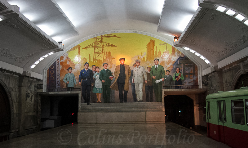 An example of the murals seen in the underground system