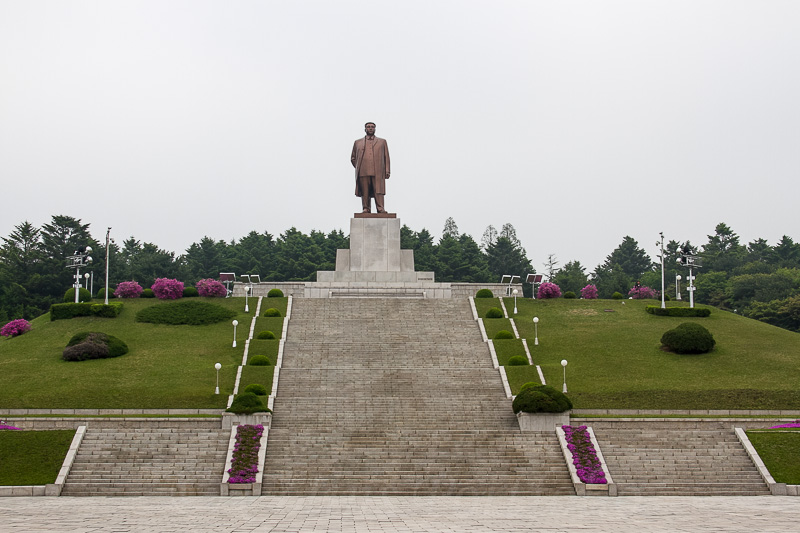 Bronze figure of Kim Il Sung