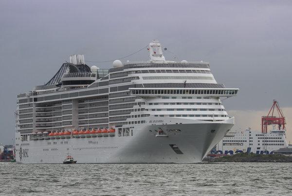 MSC 'Splendida' outbound for Cork