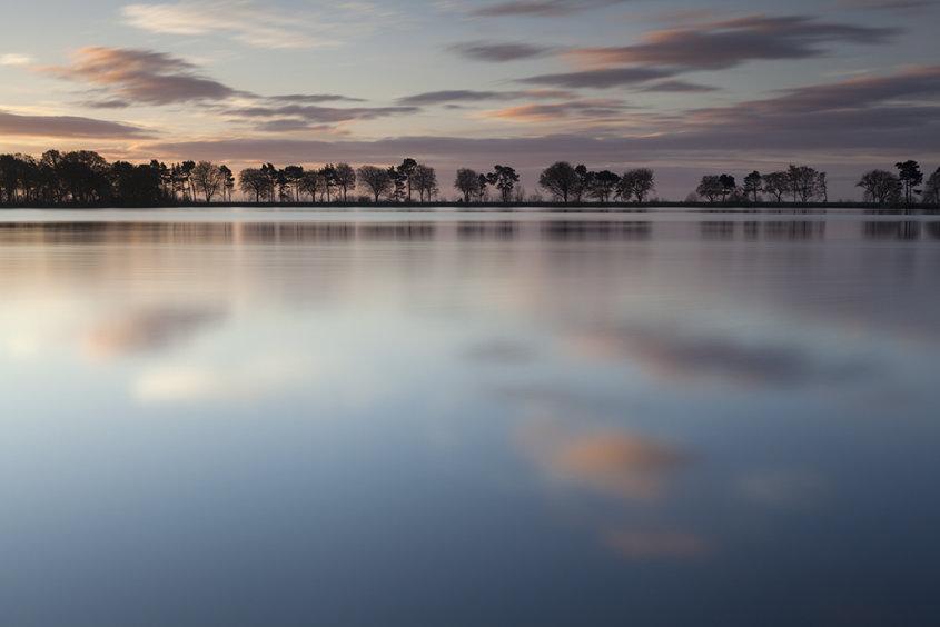 sunrise, monikie reservoir