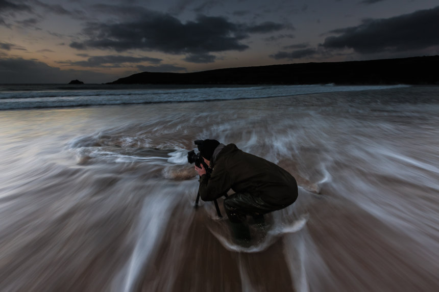 Regular workshop client Geoffrey Wignall shoots the Autumn dusk on Crantock Bay