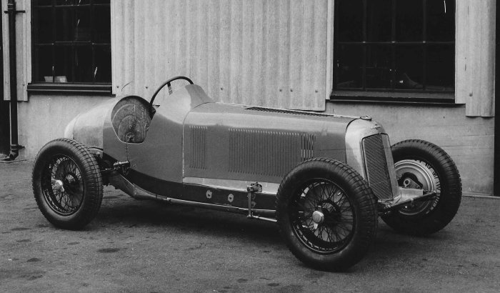 1934 Bourne - With the outboard steering drop arm visible