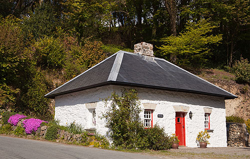Court Lodge / Llanychaer