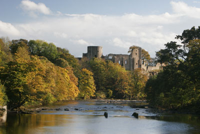 0363 The River Tees and the Mediaeval Barnard Castle, County Durham in Autumn.