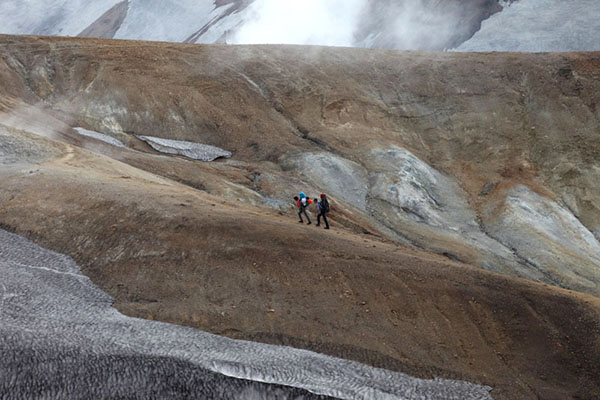03D-5115 Hikers in the Colourful Ryolite Mountains on Day 2 of the Laugavegur Hiking Trail from Landmannalaugar to Thorsmork in the Fjallabak Area of Iceland