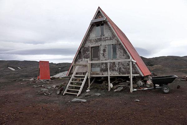 03D-5912 The Baldvinsskali Hut on the Fimmvorouhals Pass Between Thorsmork and Skogar Iceland.
