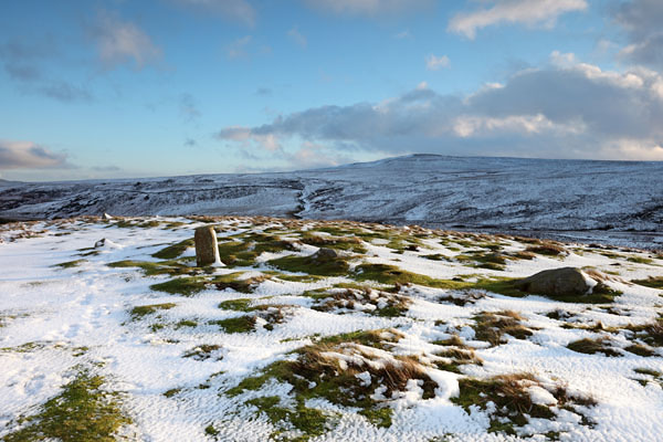 04D-1246 Pennine Way Marker Stone on Bracken Rigg in Winter with the View Towards Holwick Fell and Green Fell End Upper Teesdale County Durham UK