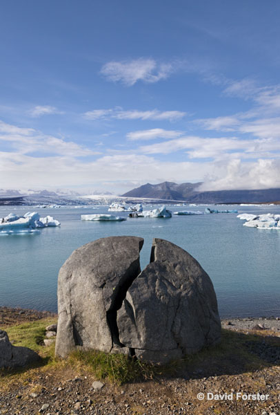 06D-2127 Split Rock and the Jokulsarlon Glacial Lagoon on the Border of the Vatnajokull National Park Iceland