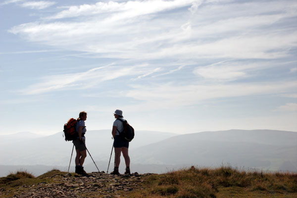 9697 Female Walkers on Calders, Howgills