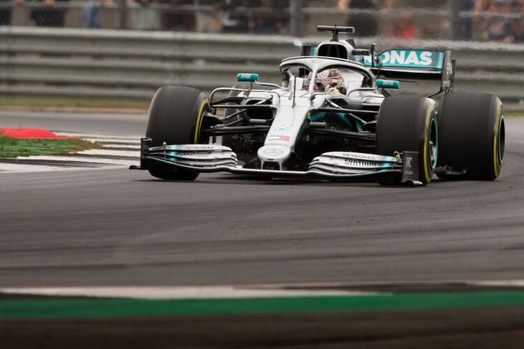 Lewis Hamilton going through Copse corner @Silverstone 2019