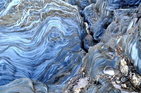 Rocks a swirling