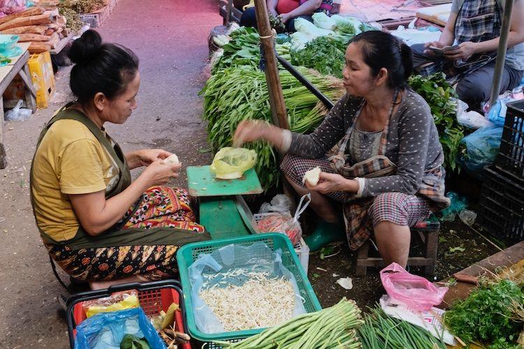 SEMARKETS 018 Vegetable Stall Luang Prabang Market