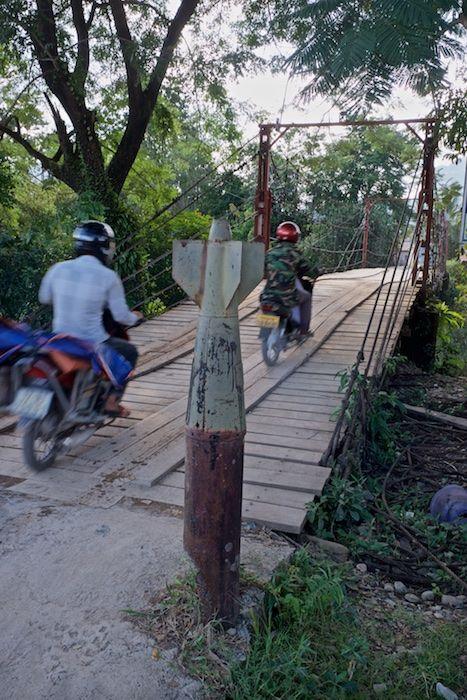 SESTREET 014 River Bridge Vien Vieng