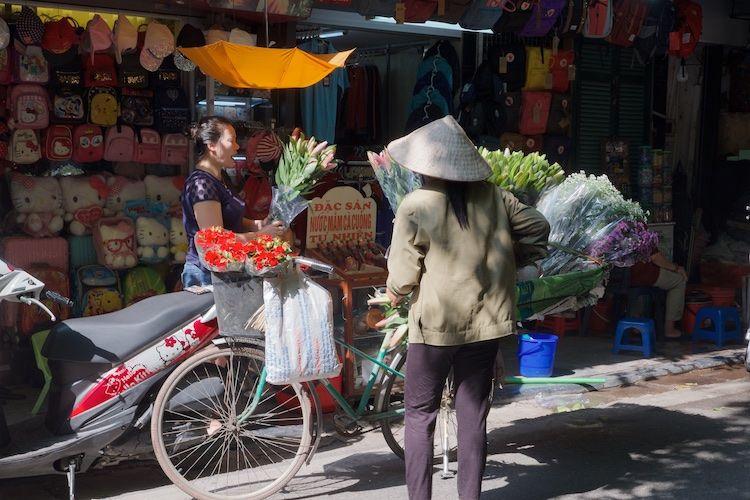 SESTREET 029 Flower Seller Hanoi