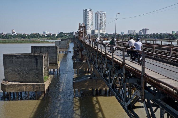 SESTREET 042 War Damaged Replacement of Long Bien Bridge Hanoi