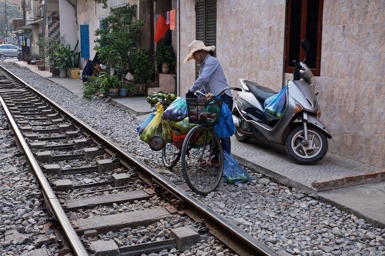 SESTREET 057 Tra^`n Phu´ (Train Street) Hanoi