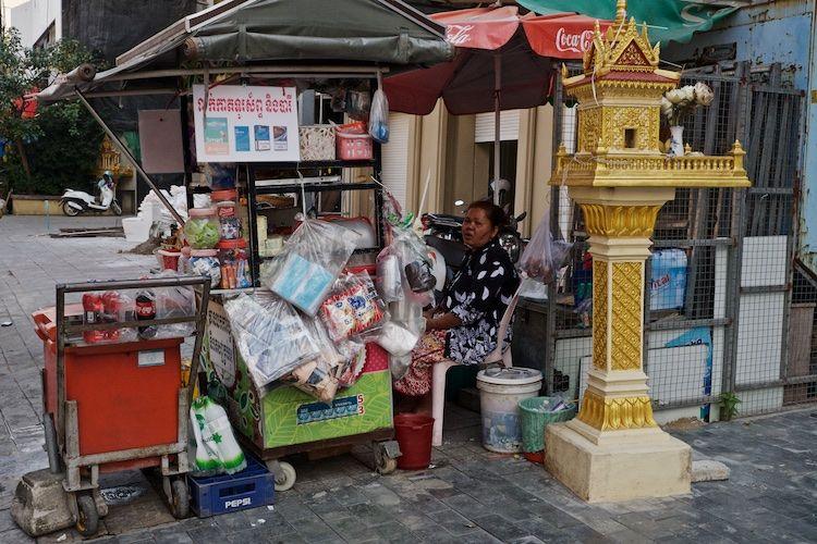 SESTREET 071 Buddhist shrine Phnom Penh