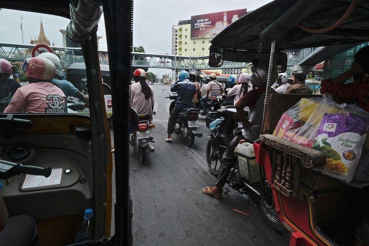 SESTREET 076 Traffic Pnom Phenh