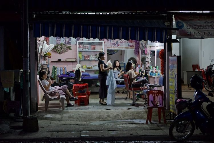 SESTREET 084 Beautician's Vien Vieng
