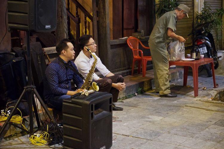 SESTREET 097 Street Musician Hanoi