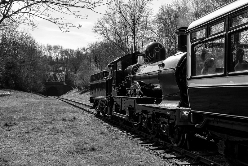 "9017 ""Earl of Berkeley"" approaches Sharpthorne Tunnel, Bluebell Railway, 6 April 2007"