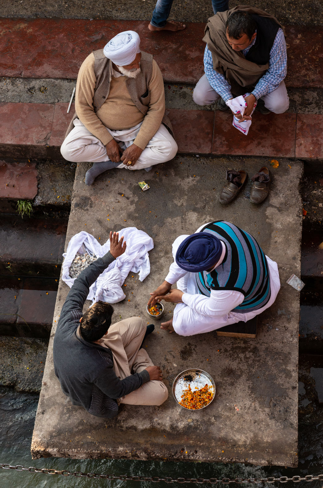 Preparing to commit ashes to the Ganges, Haridwar