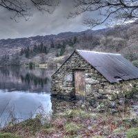 STONE BOAT HOUSE AT LLYN GWYNANT By Peter Ward