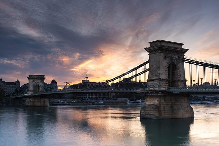 221-Dawn over the chain bridge Budapest