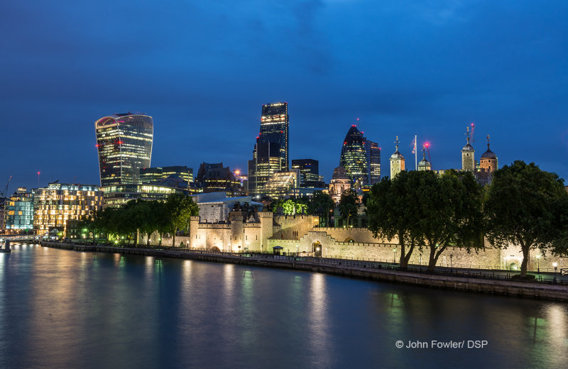 Tower Of London By Night L02