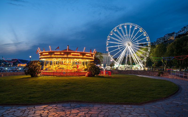 Riviera Wheel and Carousel TW52