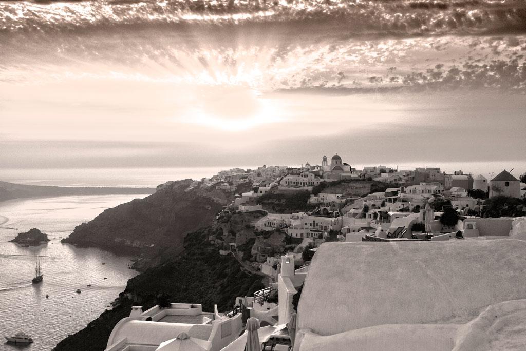 B&W-Santorini-Sunset