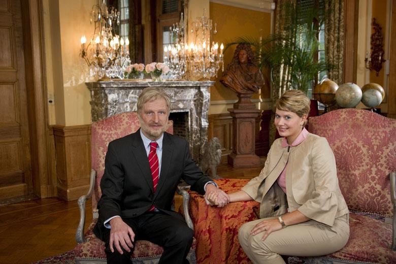 Prins Filip (Walter Baele) en Prinses Mathilde (Nathalie Meskens).