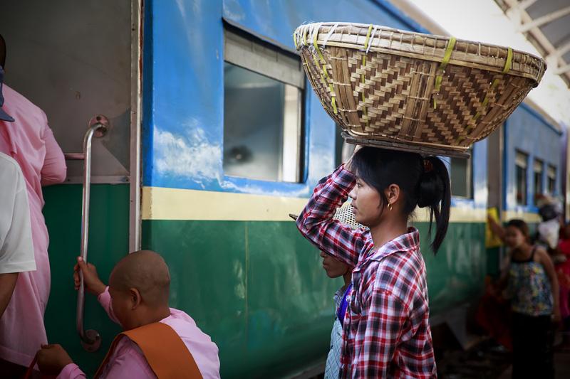Train Yangon 254A0903 E