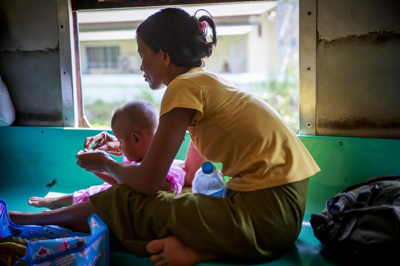 Train Yangon 254A1073 E