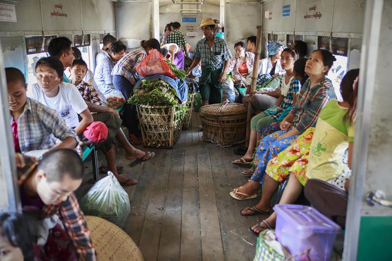 Train Yangon 254A1378 E