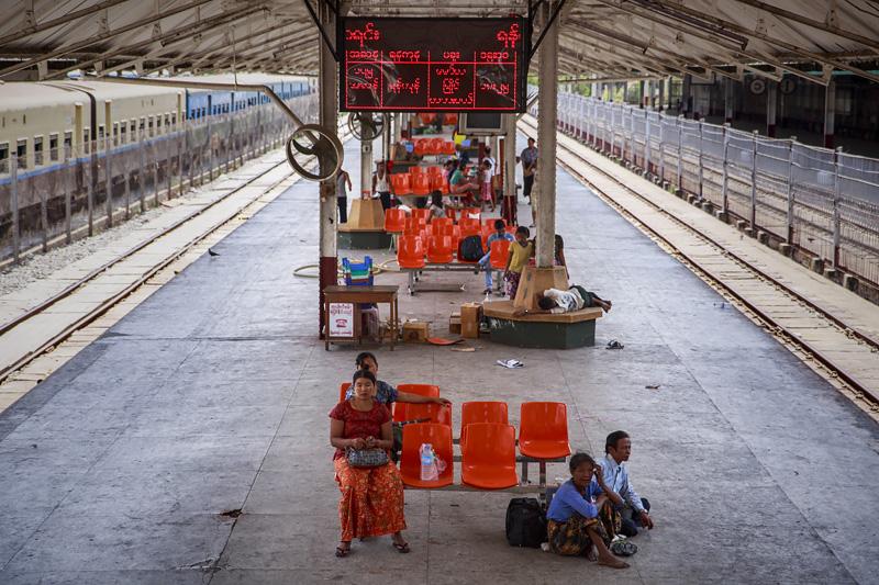 Train Yangon 254A1831 E