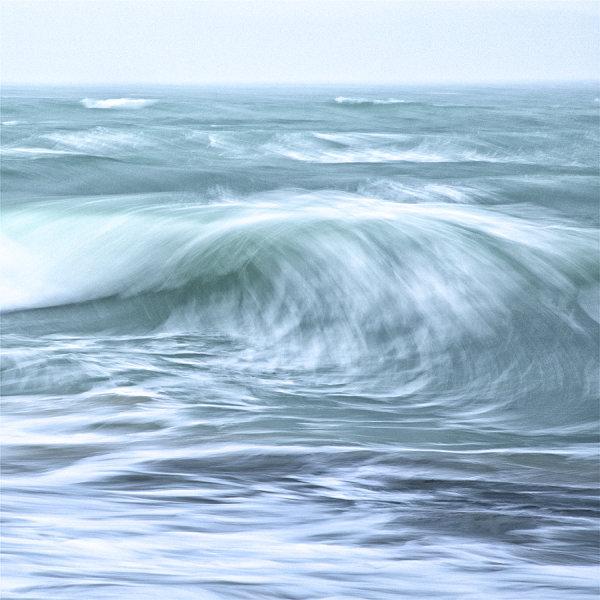 BREAKING WAVE HEBRIDES