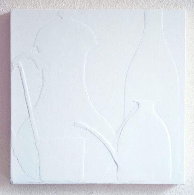 white-bottgilia e mestolo