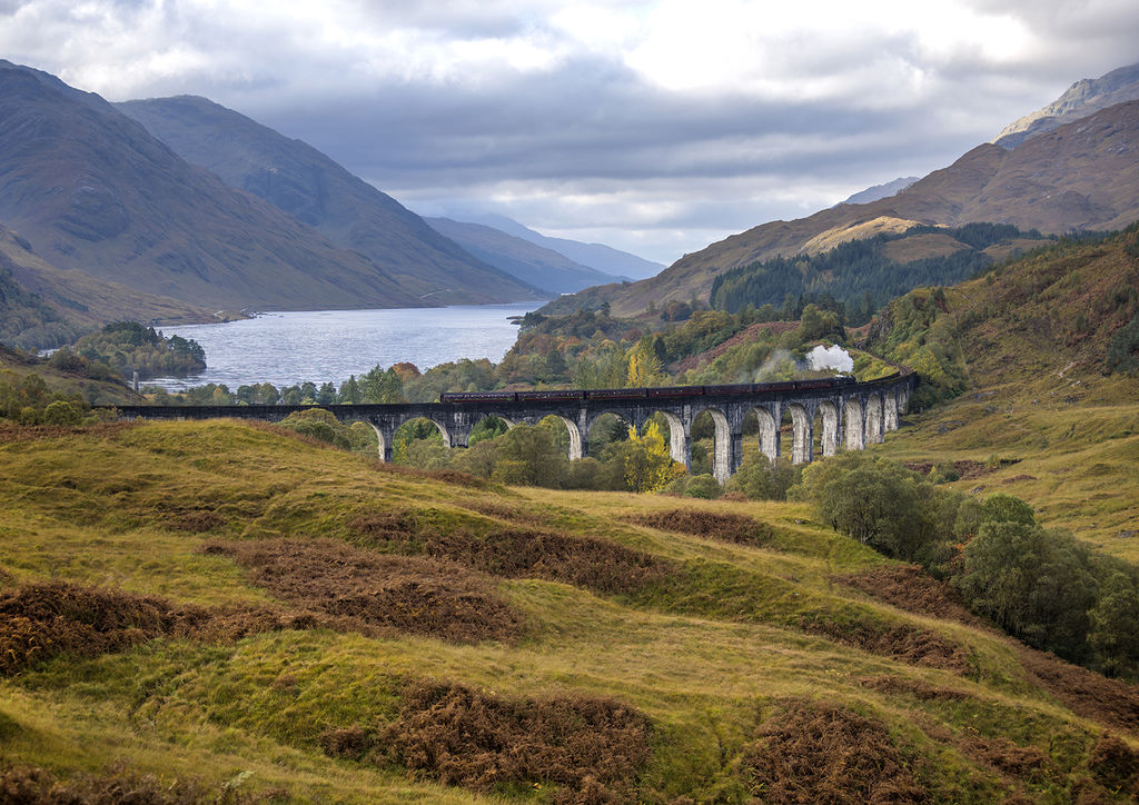 Glenfinnan viaduct with the Harry Potter train