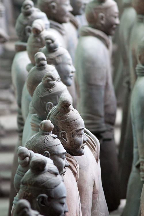 Endless rows of terracotta statues. Canon 50D, Canon EF 400mm f/5.6 L USM, 1/100, f/5.6, iso 1600, handhold.