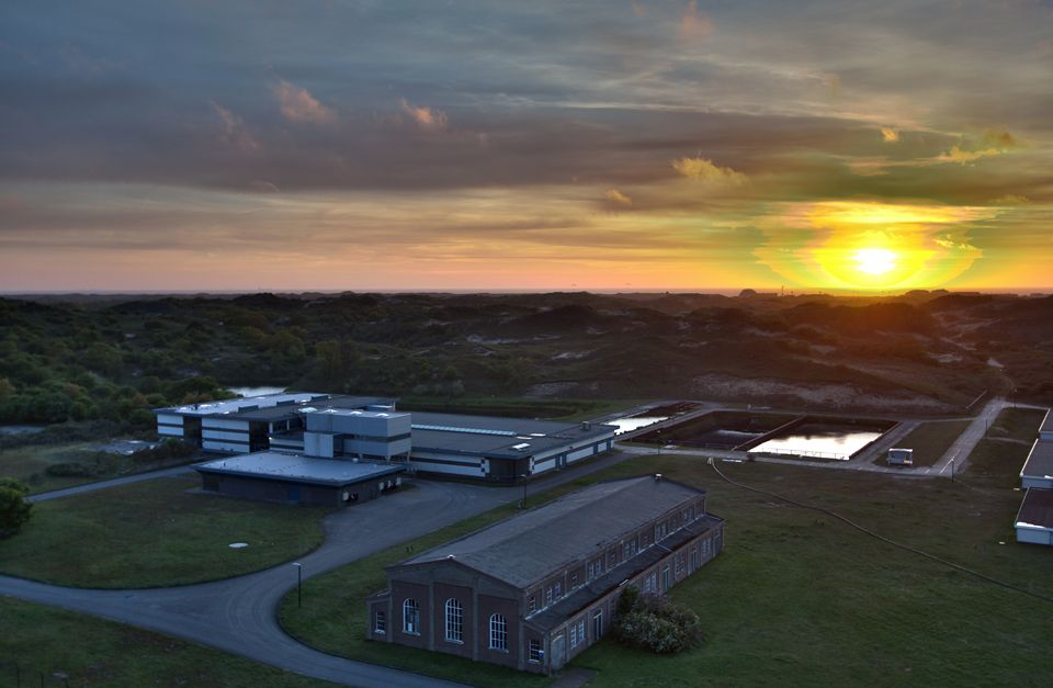 A sunset over Dunea its facility in Katwijk. Canon 50D, Canon EF-S 10-22mm f/3.5-4.5 USM, HDR, iso 100, handheld.