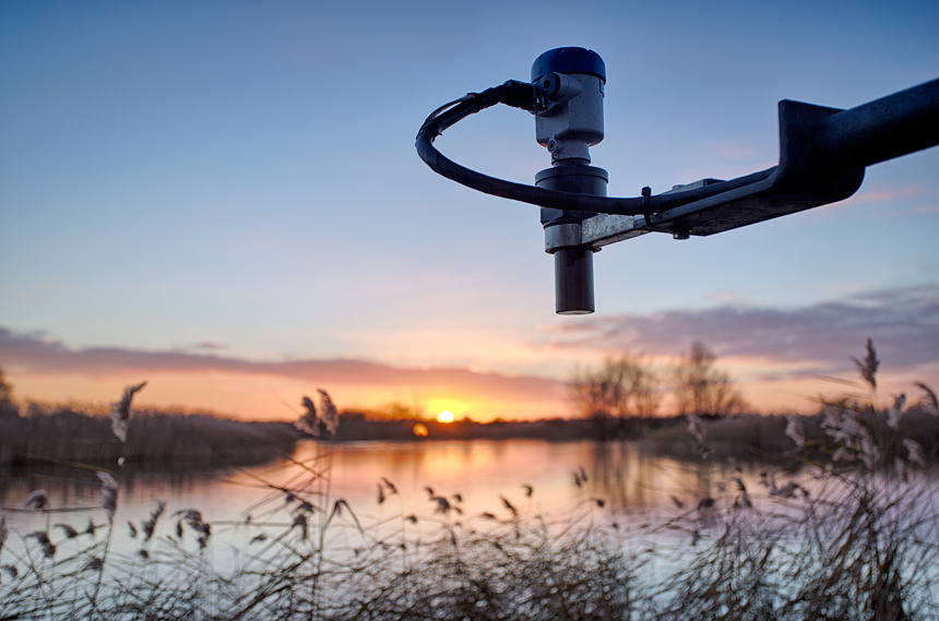 An alternative shot of the level transmitter (Level Indicator and Controller) with a sunset as background.