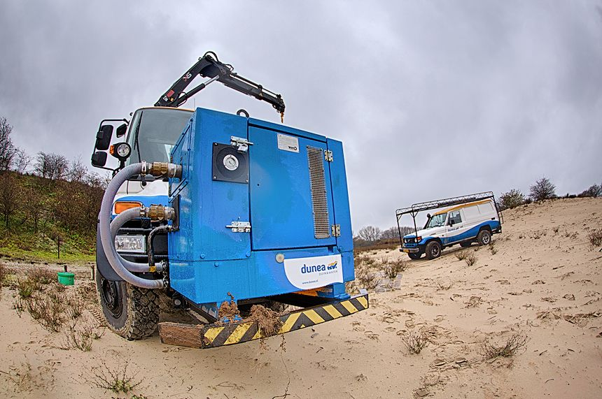This specially converted Unimog makes maintenance work of the technical drinking water infrastructure easier in the dunes.