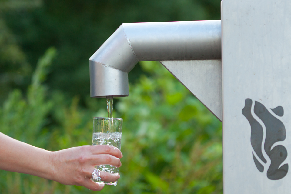 Filling a glass of water in one of Dunea it's free public outdoor taps. Canon 50D, Canon EF 100mm f/2.8 USM Macro, 1/100, f/3.5, iso 200, tripod.