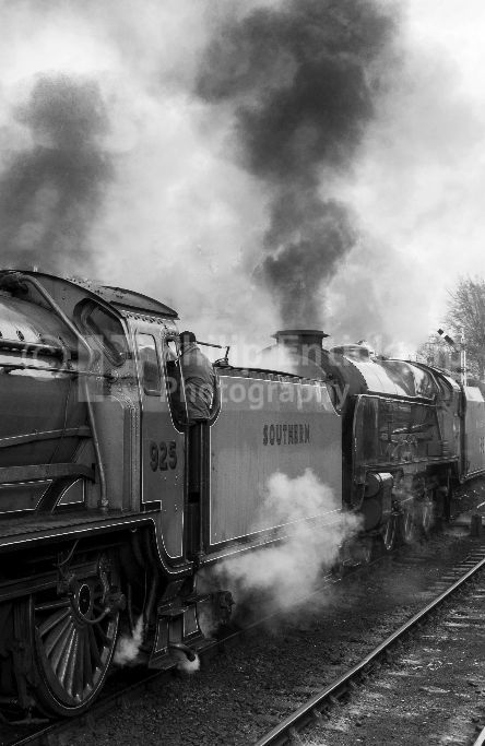 """Schools Class No 925 """"Cheltenham """" with Lord Nelson class no 850 """"Lord Nelson """""""